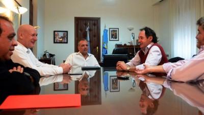 Intendentes repudian la violencia contra funcionarios e instalaciones públicas