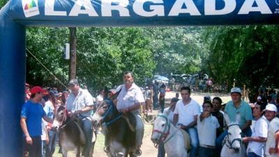En Córdoba, los intendentes montan burros para ganar viviendas sociales