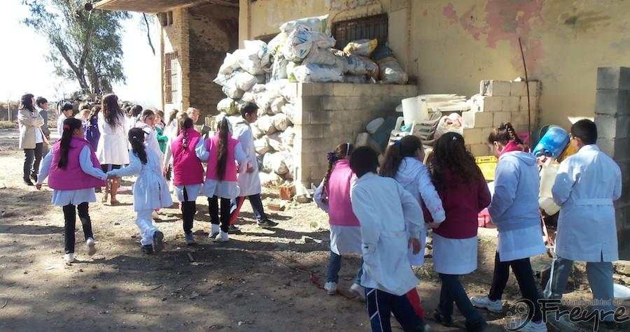 Visitas guiadas de grupos de alumnos de escuelas locales, a la Planta de Reciclado Municipal
