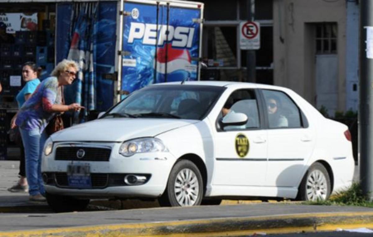 Denuncian que hay más de cuatro mil remises ilegales en Rosario