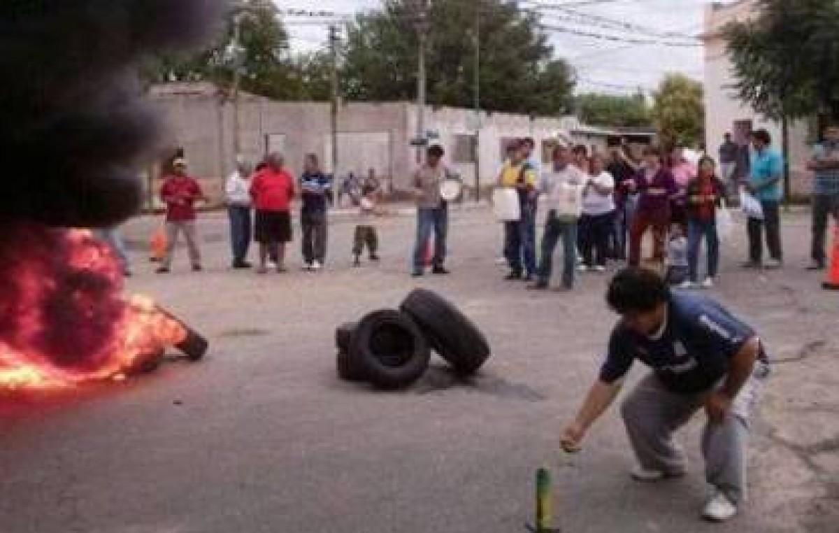 Municipales de Paclín rechazaron aumento y cortaron ruta