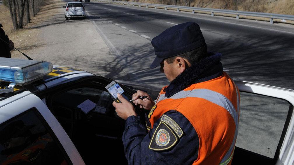 Registro. Los conductores de la Ciudad de Córdoba deberán pagar sus multas para renovar el carné (Darío Galiano/Archivo).