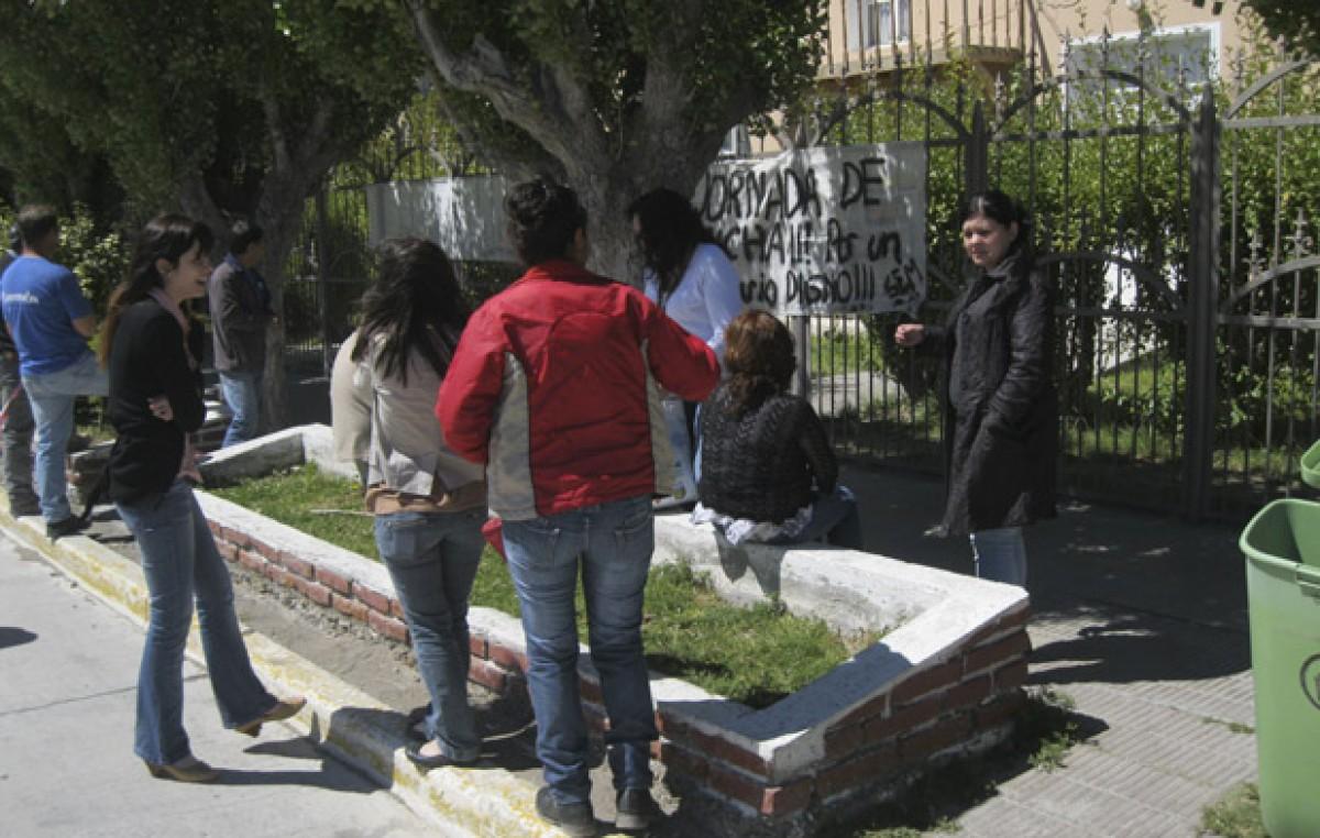 Trabajadores del municipio de Río Mayo llevan cuatro días de medidas de fuerza