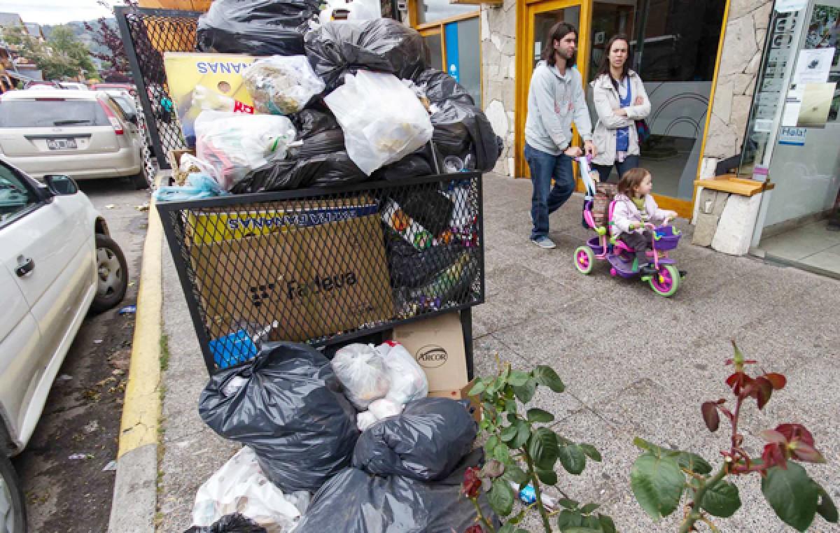 San Martín de los Andes desborda basura por un conflicto salarial