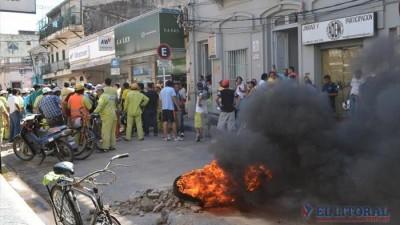 Municipales de Corrientes reclamaron una suba mayor al 30%