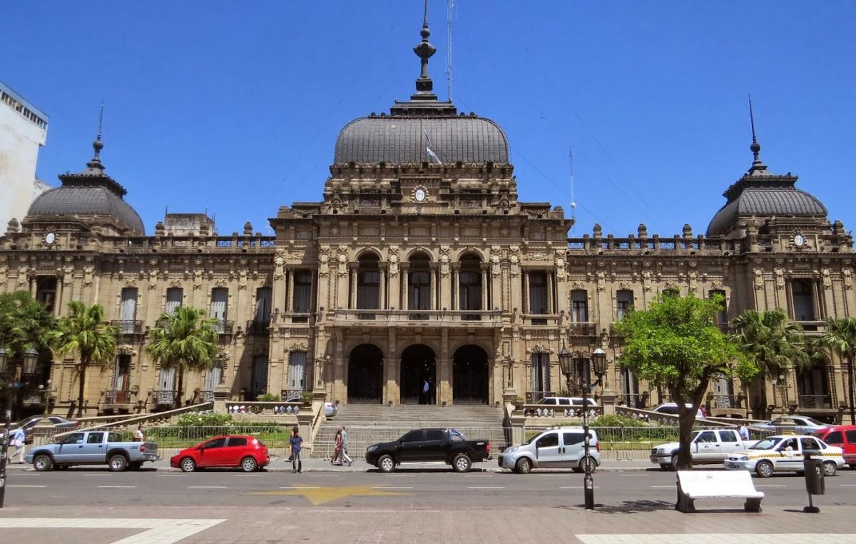 Municipales de Tucumán piden una suba del 100%