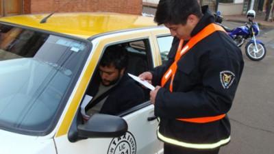 """Comenzaron a capacitar a los inspectores de Tránsito de Posadas para """"optimizar su trabajo en la vía pública"""""""
