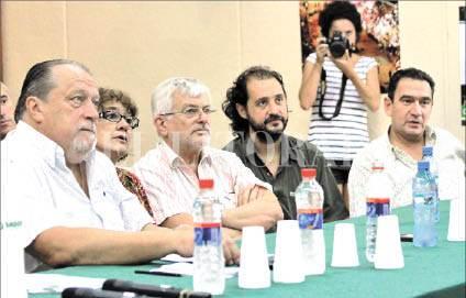 Definición. Pedro Bayúgar (Sadop), Sonia Alesso (Amsafe), Jorge Hoffmann (ATE), Pablo Jiménez (Apsf) y Claudio Leoni (Festram).