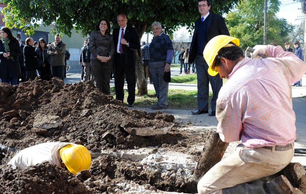 Harán cloacas en seis barrios que beneficiarán a 25 mil vecinos de Rosario