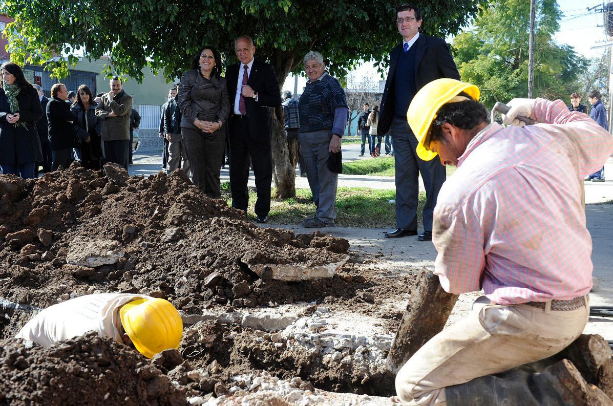 Bonfatti recorrió obras de cloacas en el barrio San Francisquito de Rosario