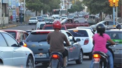 Hay más vehículos que habitantes en Paraná