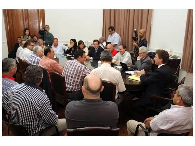 DURANTE LA PRIMERA REUNIÓN ANUAL DE LA COMISIÓN PARITARIA DE EMPLEADOS MUNICIPALES Y COMUNALES
