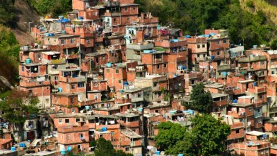 Jóvenes periodistas que viven y trabajan en villas porteñas visitaron las favelas de Río