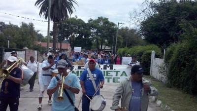 Conflicto en La Mendieta: municipales movilizaron y realizaron un escrache al Intendente