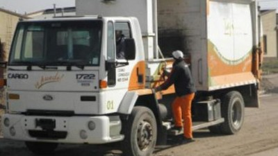 Tafí Viejo multó a sus propios empleados porque estacionaron mal el camión recolector