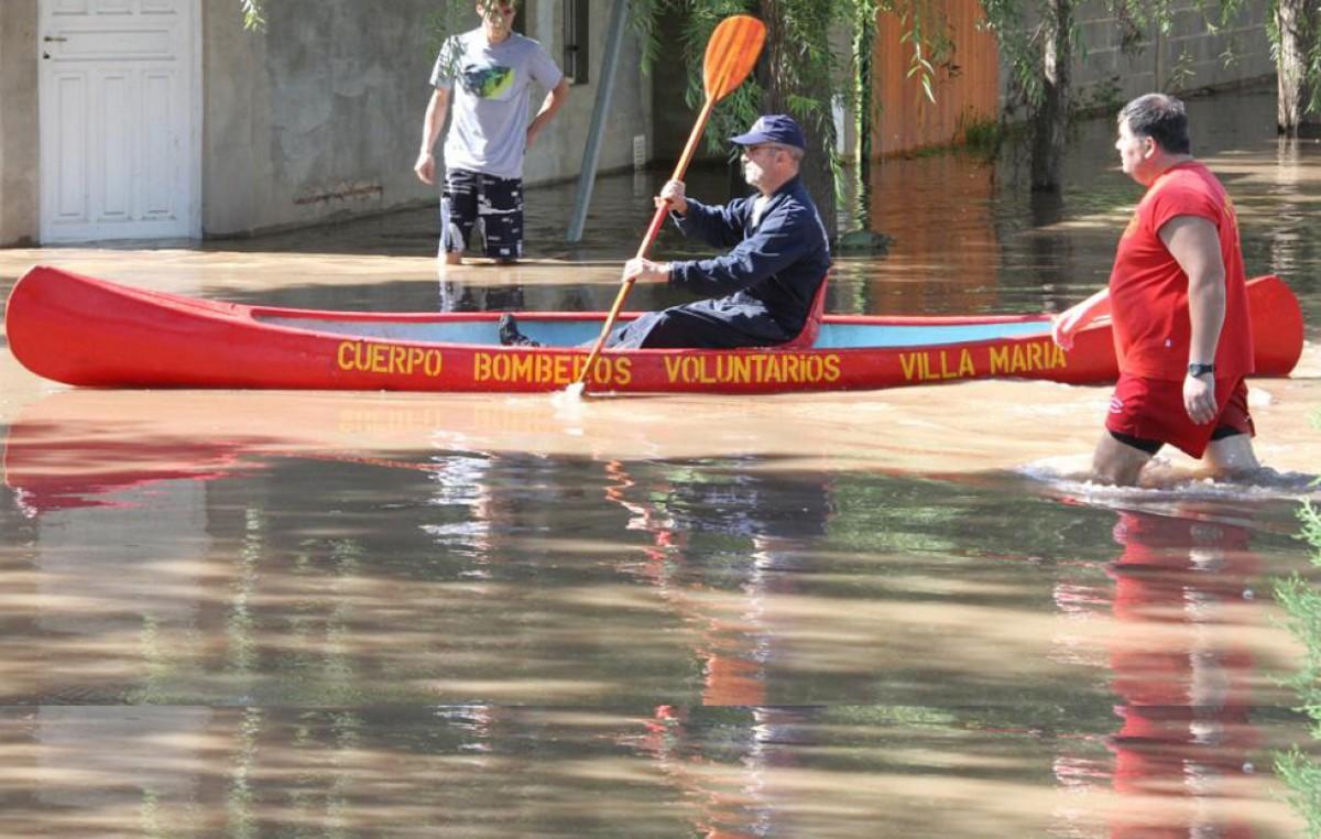 La inundación se agravó durante la noche en Villa María y Villa Nueva
