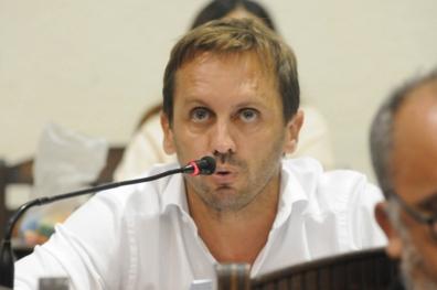 Martín Rosúa plantea una serie de medidas para reducir el déficit de 184 millones de pesos.