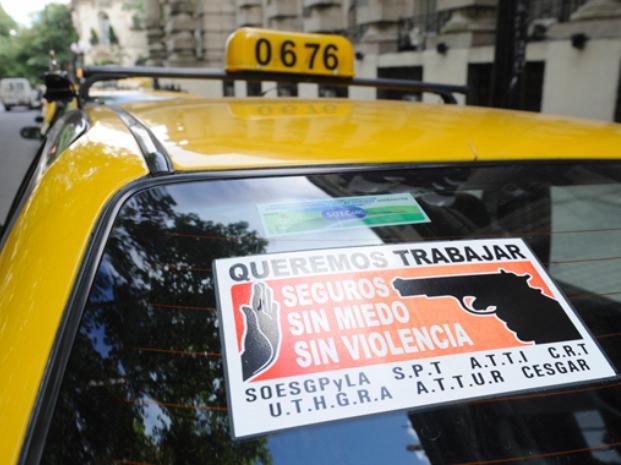 Más seguridad. El reclamo fue unánime ayer entre toda la familia taxista tras la muerte de un compañero.