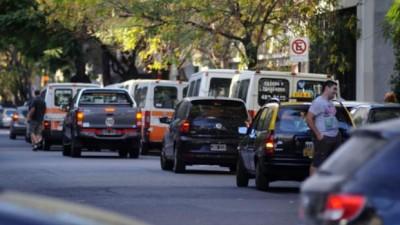 Desde abril estará prohibido estacionar frente a unas 50 escuelas de la ciudad de Rosario
