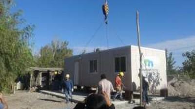 Instalan los primeros módulos habitacionales en San Juan