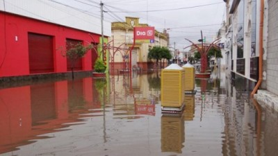 Bell Ville: pese a la bajante del río, quedan vastos sectores inundados