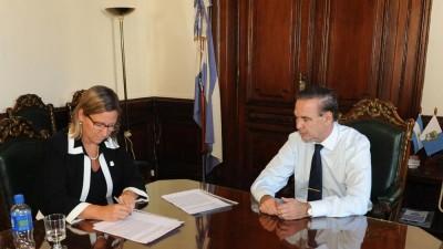 Bariloche firmó convenios con Vialidad Nacional para la pavimentación de 75 cuadras
