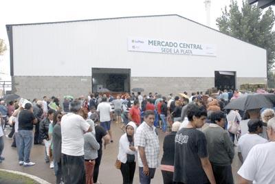 Se inauguró ayer en La Plata el Mercado Central, sito en las calles 520 y 116 de esa ciudad.