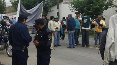 Los empleados municipales de Cerrillos tomaron el edificio comunal