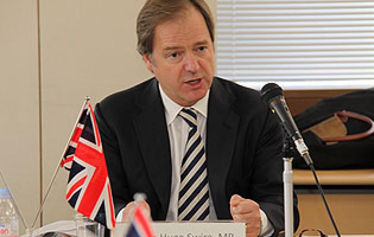 Ministro inglés admitió que prefiere a Massa o Macri para hablar por Malvinas
