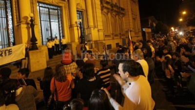 Vecinos de la localidad de Recreo marcharon hasta el Ministerio de Seguridad de Santa Fe