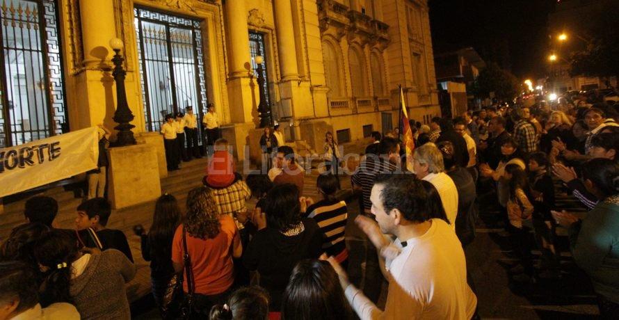 Preocupación. Los recreínos decidieron salir a la calle para expresar su malestar por los continuos robos a viviendas y comercios. Foto: Pablo Aguirre