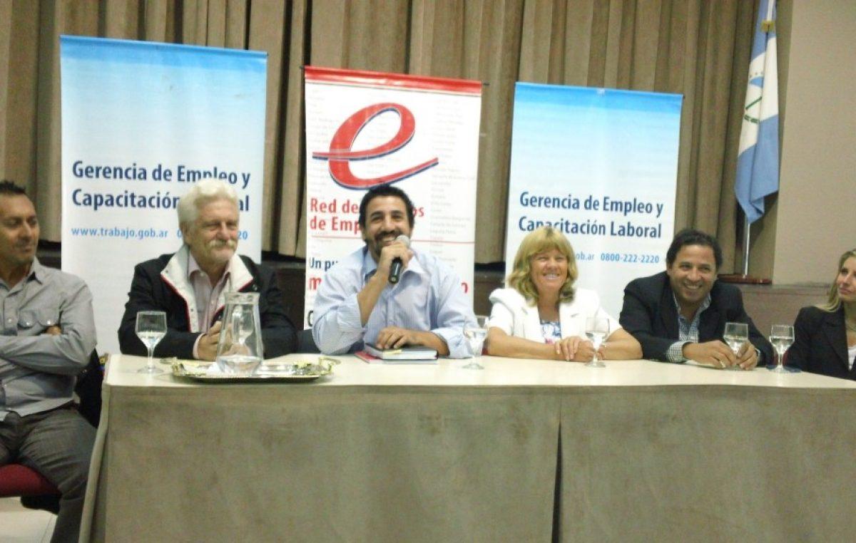 Promueven políticas públicas de empleo en municipios de Neuquén