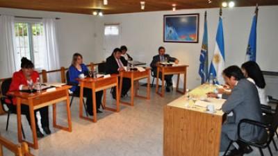 El Calafate: Compra de tierras para destinarlas al PROCREAR y aumento a municipales