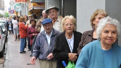 Jubilados municipales de Río Cuarto pierden 1 sueldo al año por el retraso de 6 meses
