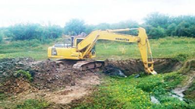 Trabajos para optimizar el ingreso del agua en localidades del interior de Formosa