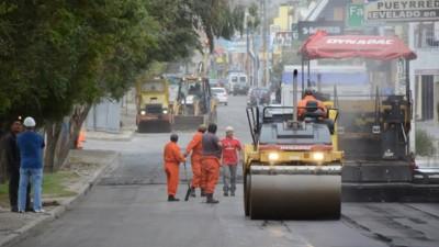 Comodoro: Se firma contrato para la pavimentación de 1.000 cuadras