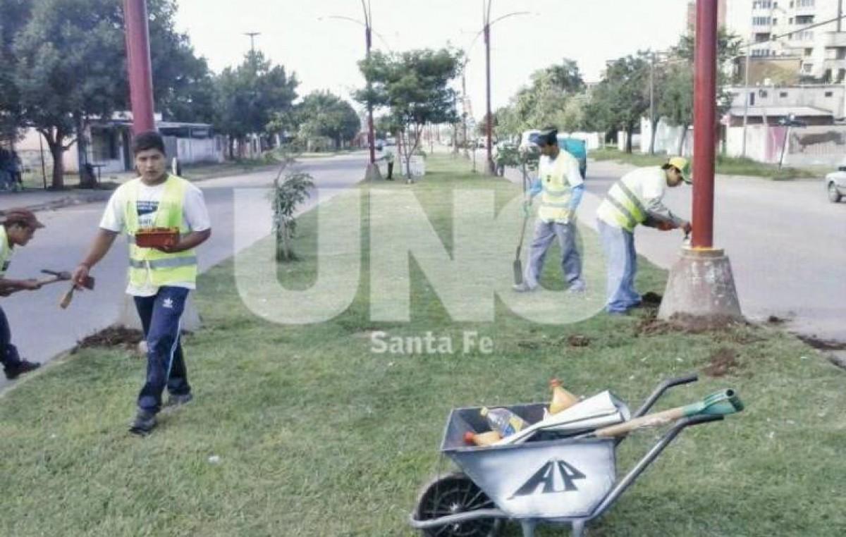 Ex limpiavidrios de la ciudad de Santa Fe le lavaron la cara a una avenida