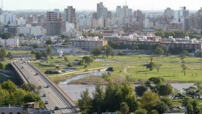 Río Cuarto vierte millones de litros de líquido cloacal al río