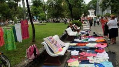 El municipio quiere limitar el avance de las ferias urbanas en San Miguel de Tucumán