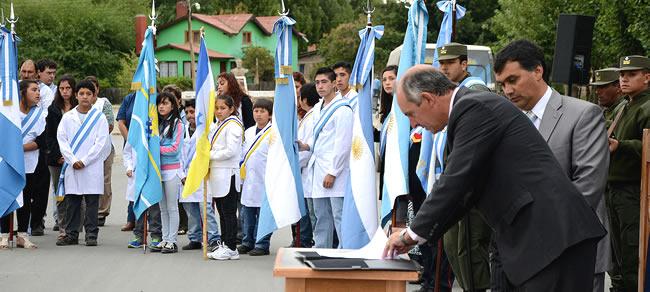 """""""El Gobernador encabeza quizás uno de los años más relevantes del Chubut, ya que se puso en marcha un ambicioso plan de infraestructura"""", dijo el intendente Machado durante el acto aniversario de Río Pico."""