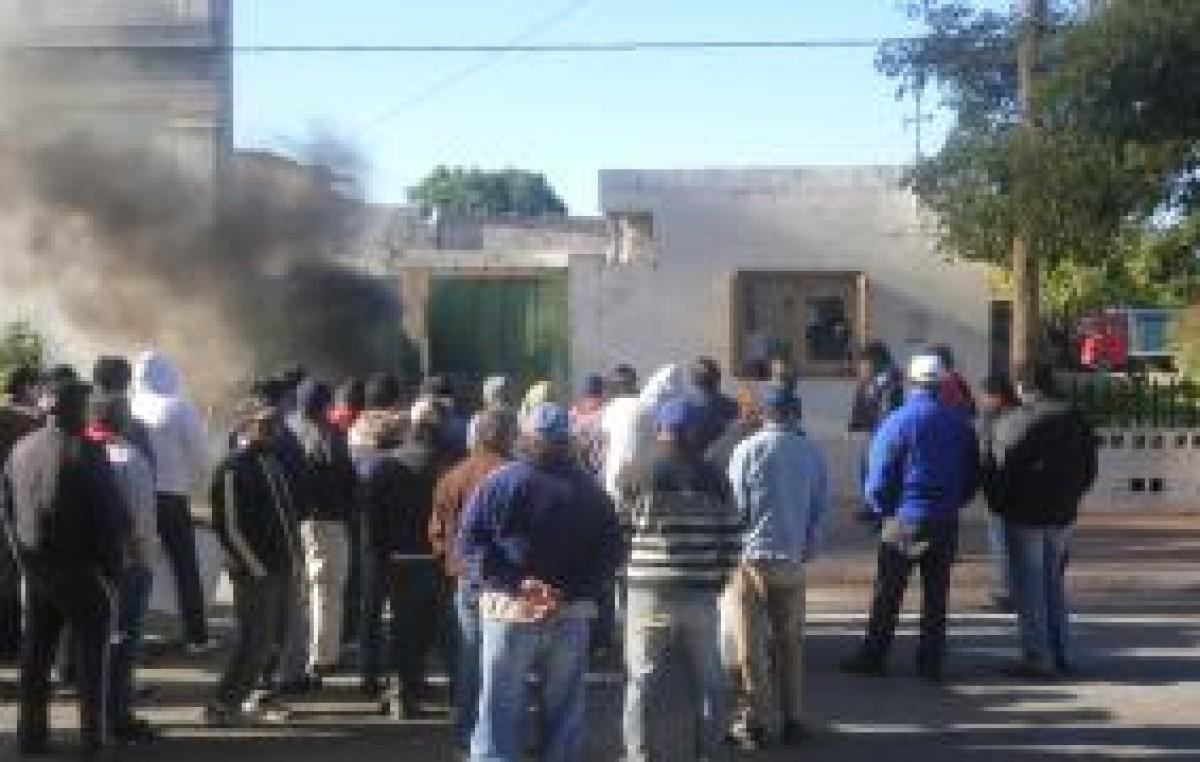 Municipales de Icaño retoman medidas y cortan ruta N° 2