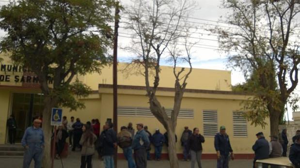 Los municipales de Sarmiento podrían ir al paro total esta semana.