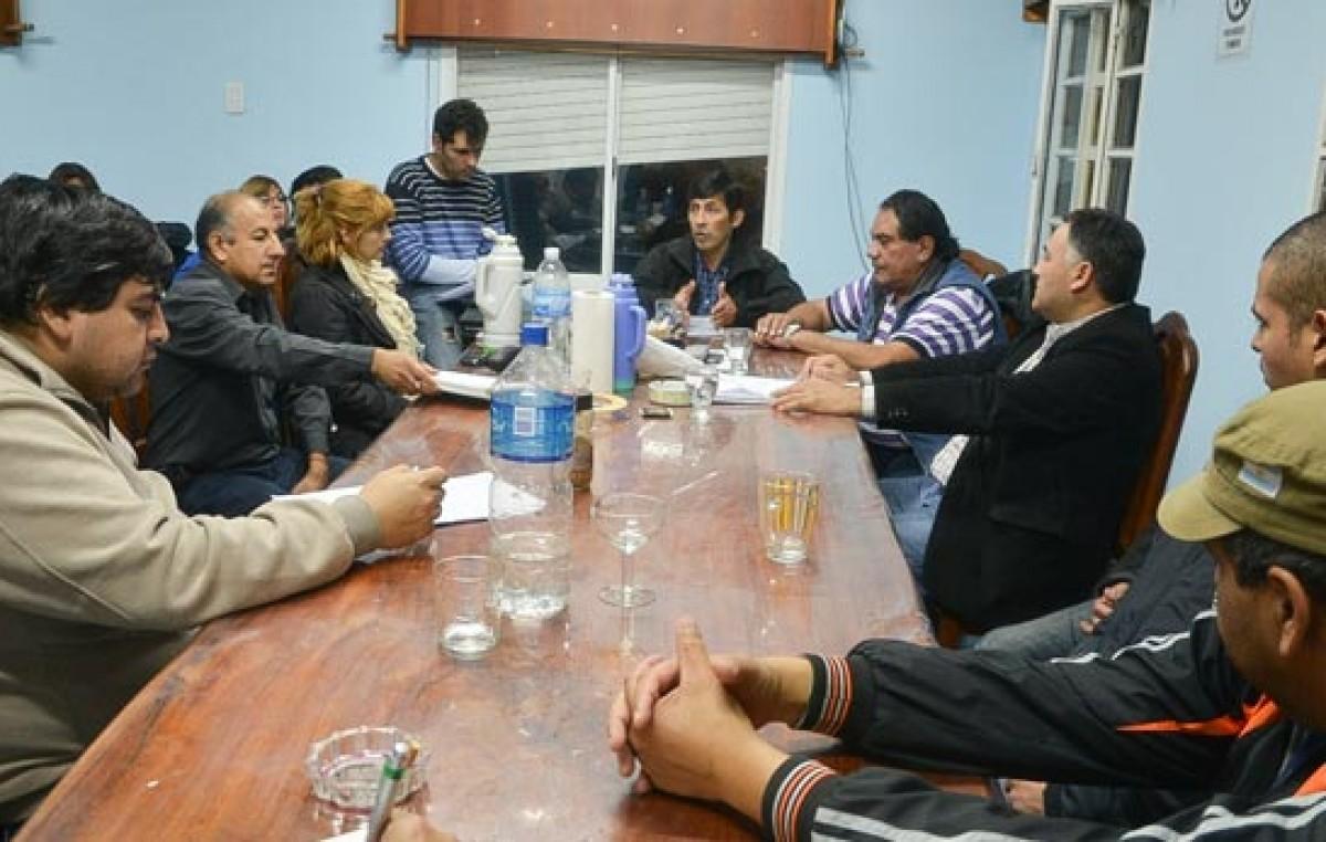 Los municipales de Caleta Olivia mantienen medida de fuerza y pidieron sesión extraordinaria
