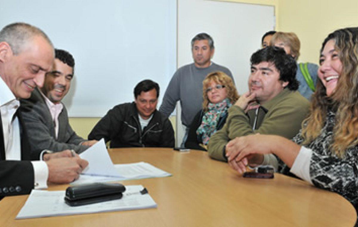 Los gremios municipales firmaron el acuerdo de paritarias con el Ejecutivo de Trelew