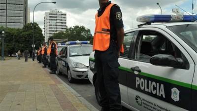 Policías locales estarían en la calle en agosto de 2015