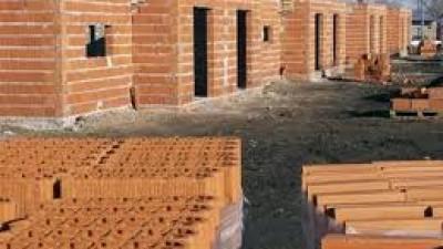 La Municipalidad de Brinkmann construye un grupo de viviendas para familias en riesgo social
