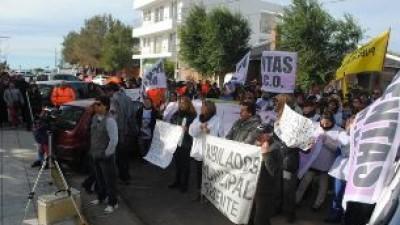 Caleta Olivia: Municipales marcharon y fueron recibidos por el Intendente