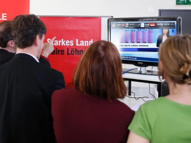 Atentos. Los suizos tuvieron en cuenta el alto desempleo que sufre la Unión Europea.