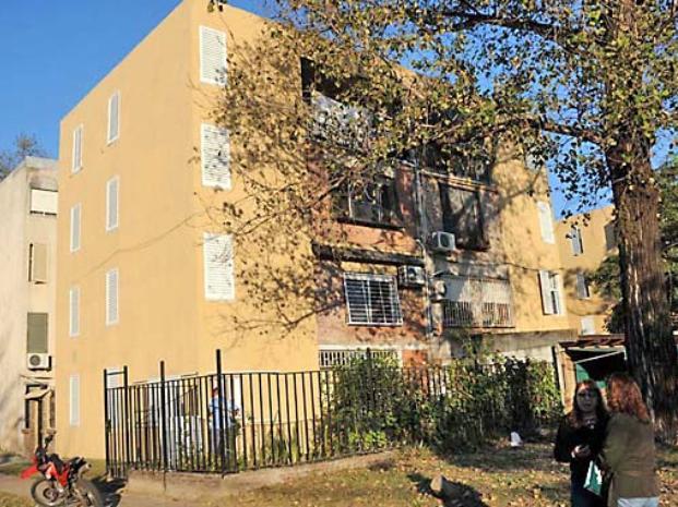 Barrio Francetti. Los monoblocks se transformaron; pero no sólo eso, el entorno se ve mucho más cuidado.