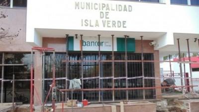 Apuntalan el edificio municipal de Isla Verde para evitar que se derrumbe